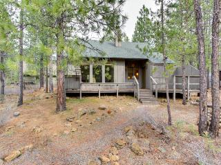 Cozy Home on bike trail very near main village! - Sunriver vacation rentals