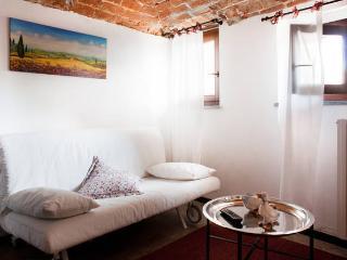 Cà Borgo Vecchio: Papaveri apartment - Piedmont vacation rentals