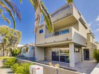 Anna's Diamond St Beach Gem - New home with A/C and Rooftop Deck - Encinitas vacation rentals