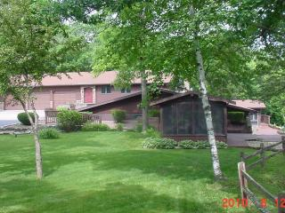 Wisconsin River Bluffs Private Lodge - Prairie du Chien vacation rentals