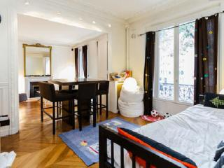 80m²-Paris chic 16è-Mtro Jasmin-10 mn Eiffel tower - Orgeval vacation rentals