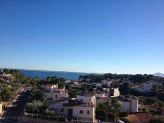 Mod Appt,2 Bed, Balcony,large pool,wifi,digi dish - L'Ampolla vacation rentals