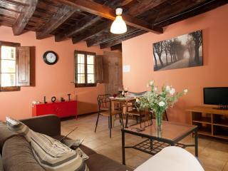 Central Romantic Born Montcada apartment - Barcelona vacation rentals