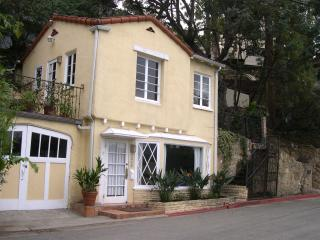 Cozy Cottage in the Hollywood Hills, Pet Friendly! - Los Angeles vacation rentals