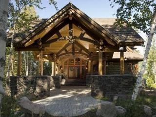 Eagle Point: Elite Wilderness Log Home with Welcoming Porte Cochere and Grand Views of the Lake! - Ely vacation rentals