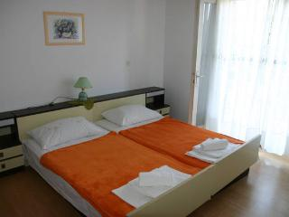 Tommy nice 2 rooms for 4 people - Novalja vacation rentals