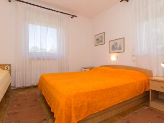 Quiet place with a large balcony and garden - Banjole vacation rentals