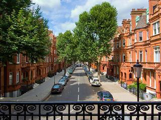 2 bedroom apartment located in Sloane Gar - London vacation rentals