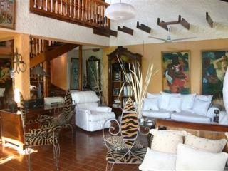 FLO APTS & PENTHOUSE BED & BREAKFAST - Port-au-Prince vacation rentals