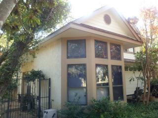 Lovely garden home close to Fiesta tx, Riverwalk - San Antonio vacation rentals