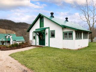 Intimate pet-friendly cottage located in Warm Springs. Across from the Old Dairy Community Center - Virginia vacation rentals