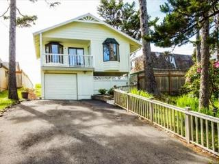 Beach front with spectacular, panoramic ocean views - Lincoln City vacation rentals