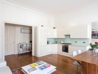 South Kensington luxury pad for 4 - London vacation rentals