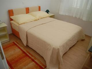Luxury apartment Bety 6 next to the beach for 5pax in Novalja - Kustici vacation rentals