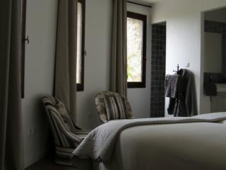 Bed & Breakfast South of France - Bedroom La Tour - Teyran vacation rentals