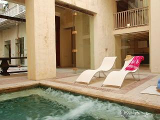 3 Bedrooms Luxury Apartment in a Colonial Mansion. - Cartagena District vacation rentals