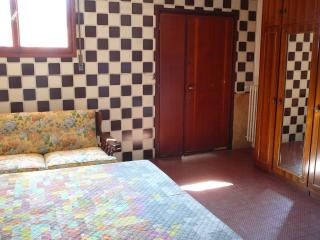 CHEAP INDEPENDENT ROOM WITH BATHROOM NEAR METRO!!! - Milan vacation rentals