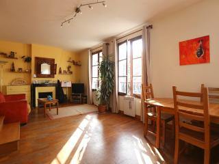 Beautiful 2BR Duplex 4 guests - Les Gobelins P13 - Paris vacation rentals