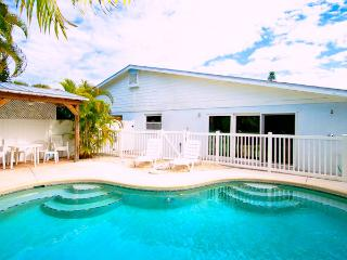 BEACH RETREAT 204 - Holmes Beach vacation rentals