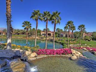 Modern Spanish Golf Villa Located in Hideaway with Private Pool & Spa, and Breathtaking Views of Lake & Mountains - La Quinta vacation rentals