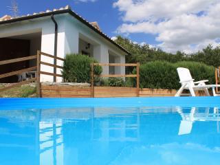 villetta idipendente con piscina - Sorano vacation rentals