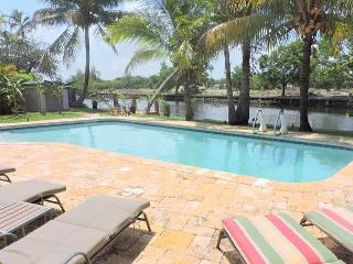 Walk to Wilton Dr. for 12 guests 4 bedroom 2 bath Great Waterfrnt Heated Pool - Hollywood vacation rentals