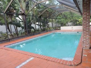Artist's Fantasy Miami Lakes 5/2 for 12 guests Heated Pool Near Everything - Weston vacation rentals