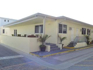 Studio Hollywood Beach for 4 Prime Location, WIFI & Parking Pass Included - 97160 - Hollywood vacation rentals