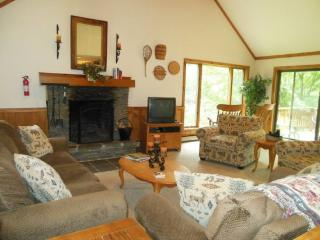 The Meadows (SN7) Four bedroom Private home with indoor hot tub just minutes to Killington Resort. - Killington Area vacation rentals