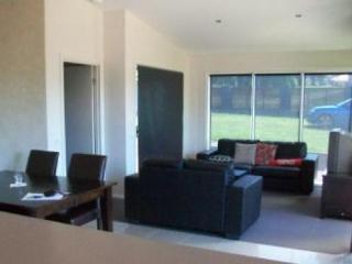 24 Laughtons Road - Kalimna Retreat - Bairnsdale vacation rentals