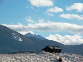 Elk Ridge cabin near Chico Hot Springs, Yell Park - Livingston vacation rentals