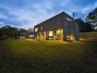 MENDING WALL - Contemporary Hotels - Bilpin vacation rentals