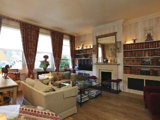 Super elegant 2 bedroom apartment with Patio Garden in Chelsea - Sleeps 4 - London vacation rentals