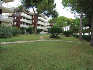 Nido del Gabbiano front beach residence with A/C - Lignano Sabbiadoro vacation rentals