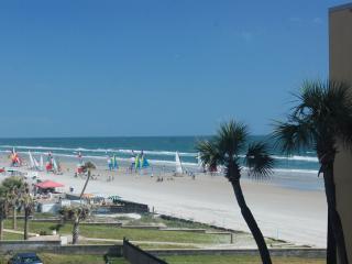 Hawaiian Inn Resort - 2/1 OF - $750/wk thru oct 10 - Daytona Beach vacation rentals