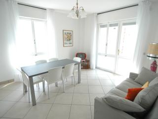 Milano walking street apartment with A/C & washer - Lignano Sabbiadoro vacation rentals