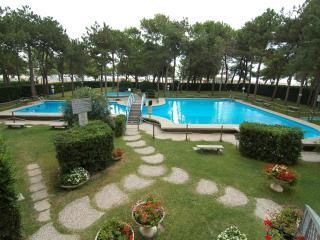 Residence Cristallo with two swimming pools & A/C - Lignano Sabbiadoro vacation rentals