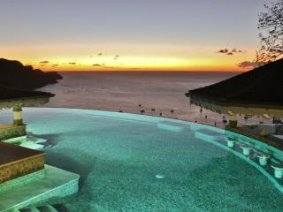 Tropical Hideaway-Stunning views- 5* Accommodation - Lower Bay vacation rentals