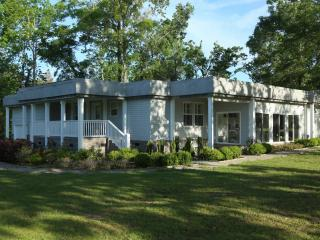 Golfers retreat ,Luxurious living, Driving Range - Pineville vacation rentals
