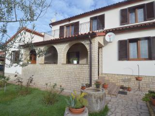 Mon Perin Castrum - Piutti*** - Bale vacation rentals