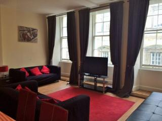 63/2 South Bridge - Edinburgh vacation rentals
