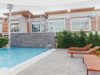 EVA TOWN - Takua Thung vacation rentals
