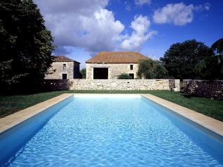 Maison De Hautefage - Saint-Antoine-de-Ficalba vacation rentals
