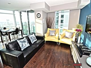 Modern Downtown Lakeside Living - CNE & Fort York - Toronto vacation rentals