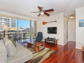 Great views, deluxe 1 bedroom, AC, washer/dryer, washlet, WiFi, parking. - Waikiki vacation rentals