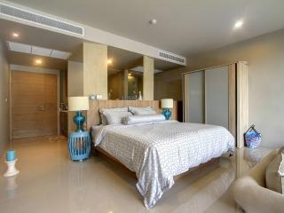 Luxury apartment with POOL access in Karon - Karon vacation rentals