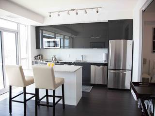 Beautifully Furnished Lakefront Condo in Toronto - Toronto vacation rentals