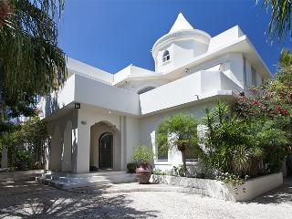 Mykonos House - Noosa vacation rentals