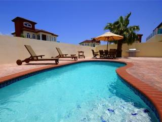 8pers. Private Villa and Pool 500 yards Palm Beach - Noord vacation rentals