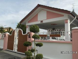 Annie Guest House - Johor vacation rentals